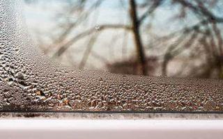 Причины запотевания пластиковых окон в квартире
