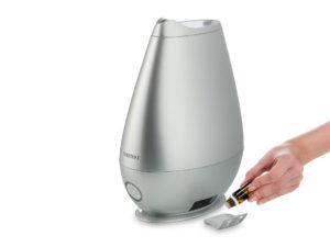 Добавление аромамасла в увлажнитель для воздуха